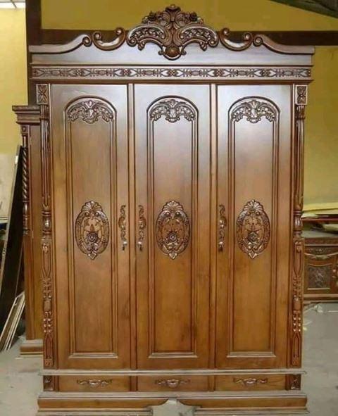 lemari-pakaian-kayu-jati